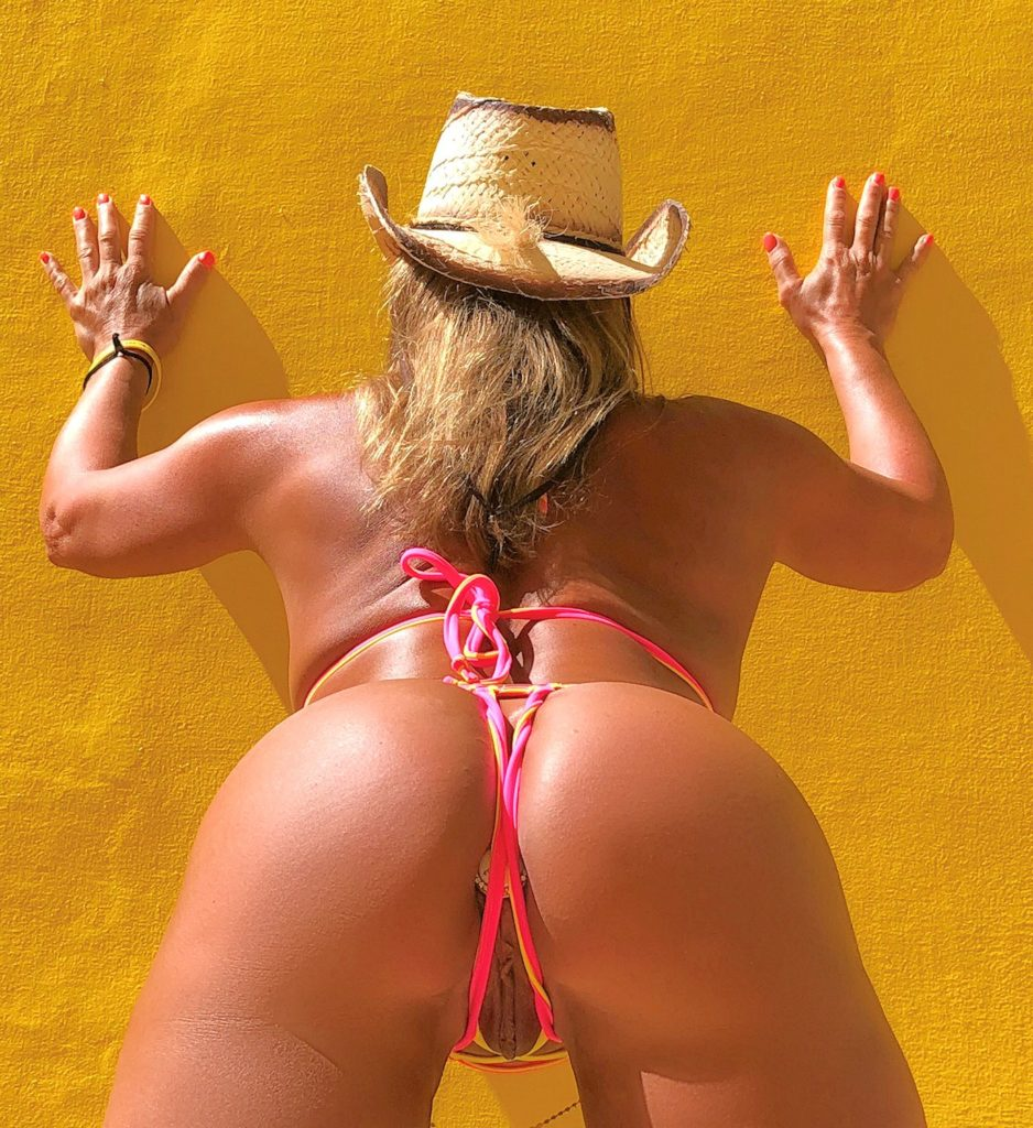 milf cowgirl goes to the beach with a crotchless bikini and a butt plug [gallery]. 2