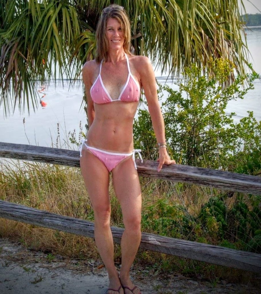 milf in public unaware how exposed she is