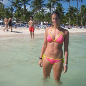 fit mom doesn't realize her tits and pussy are exposed to the entire beach
