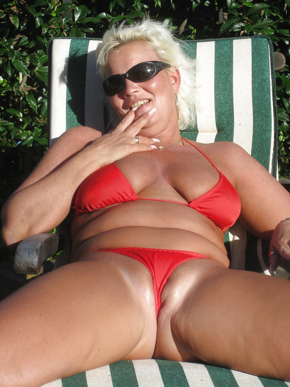 chubby gmilf with her pussy out in a reavealing bikini